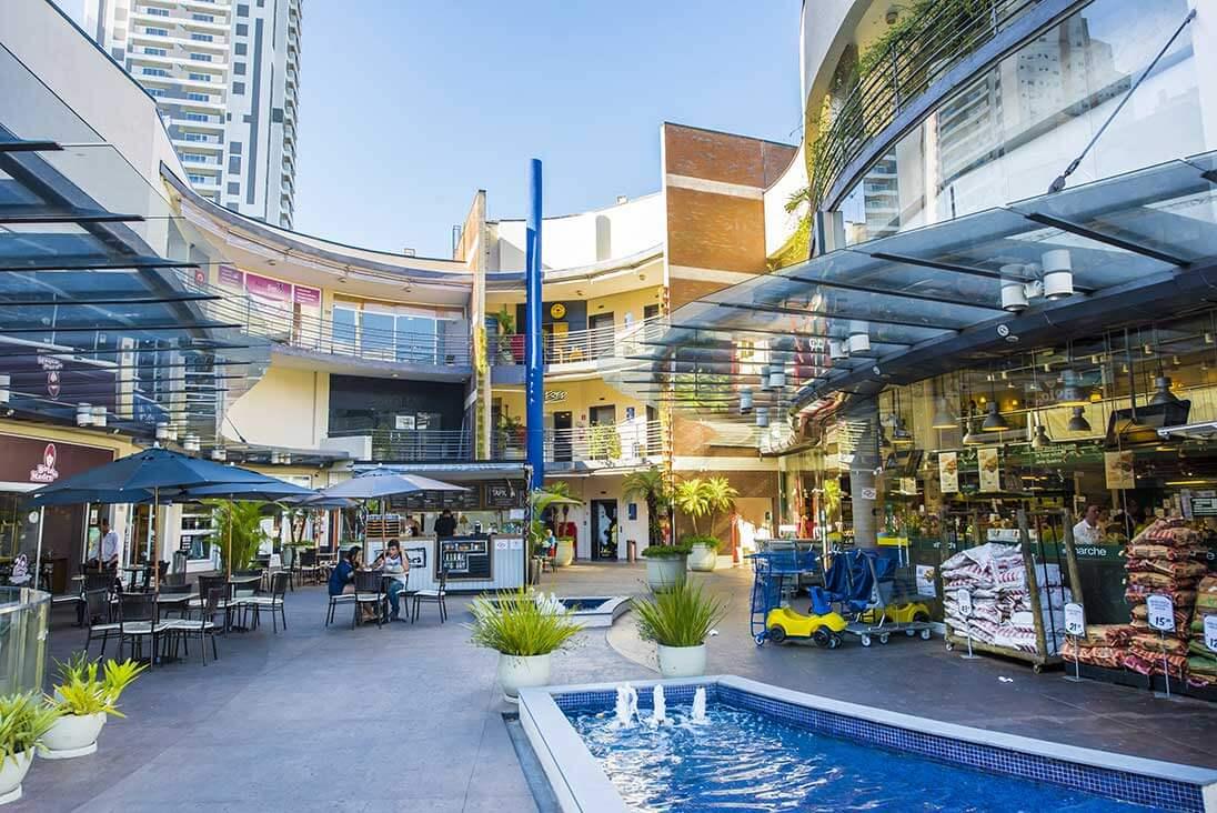Imagem de um shopping para representar o tema de administração de Shopping Centers